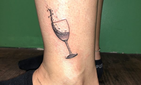 The Artistocrat Hamburg | Glas Tattoo by Oliver Moule