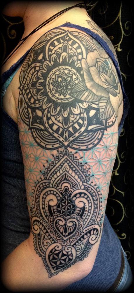 The Artistocrat Hamburg | Schulter Tattoo by Ariane Machat