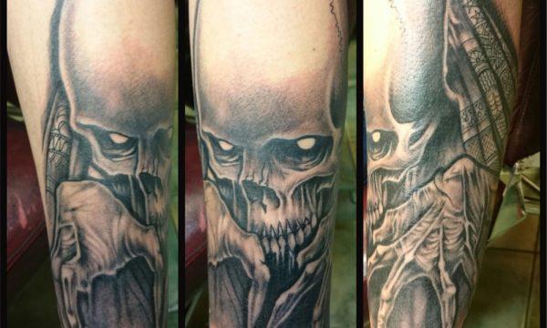 The Artistocrat Hamburg | Skull Tattoo by Zsolt Machat
