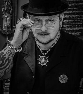 The Artistocrat Hamburg   Portrait Zsolt Machat s/w 1